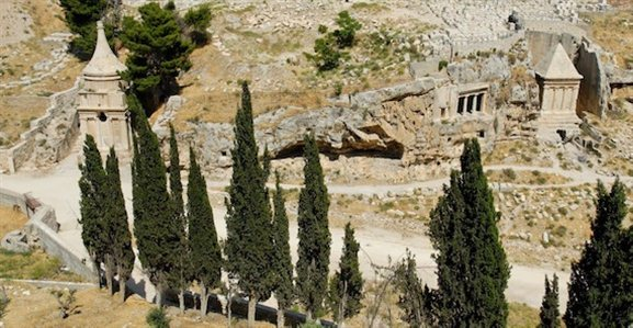 illar of Absalom and Tomb of Zechariah in Kidron Valley tb051908152 The Kidron Valley— Your Burial Can Point to Your Faith