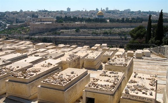 ount of Olives Graves © Stiles The Kidron Valley— Your Burial Can Point to Your Faith